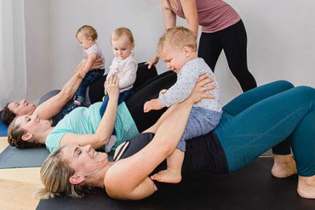 Pilates nach der Geburt (mit Baby)